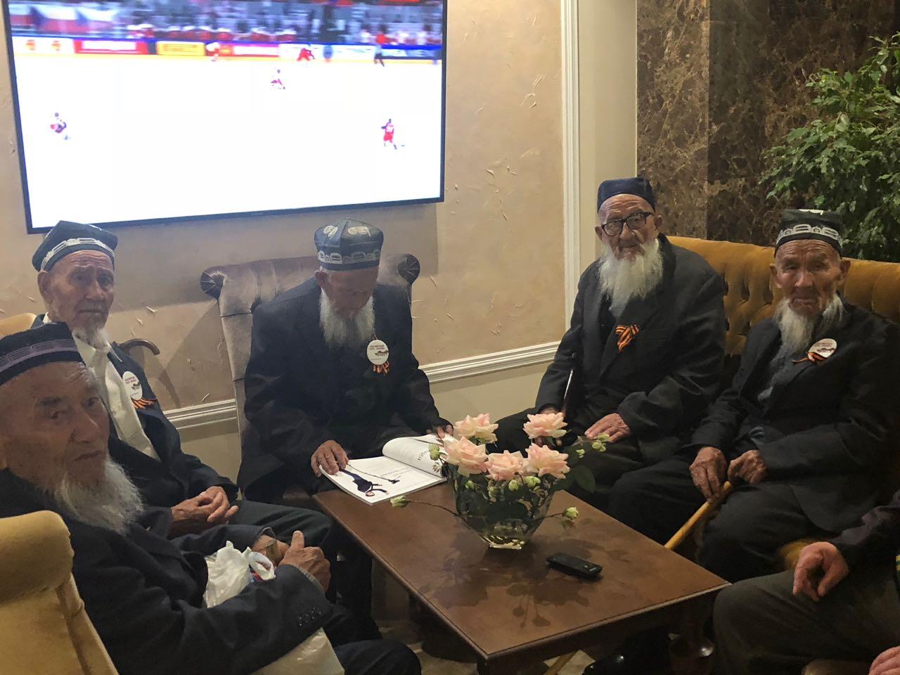 Группа ветеранов изУзбекистана поошибке прилетела вСочи
