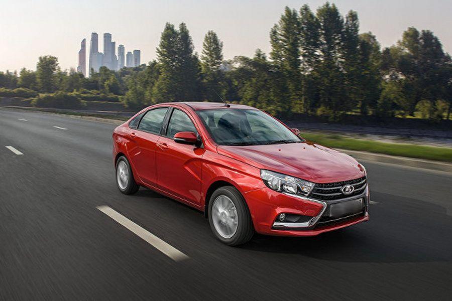 Лада Vesta возглавила рейтинг самых реализуемых вРФ отечественных авто