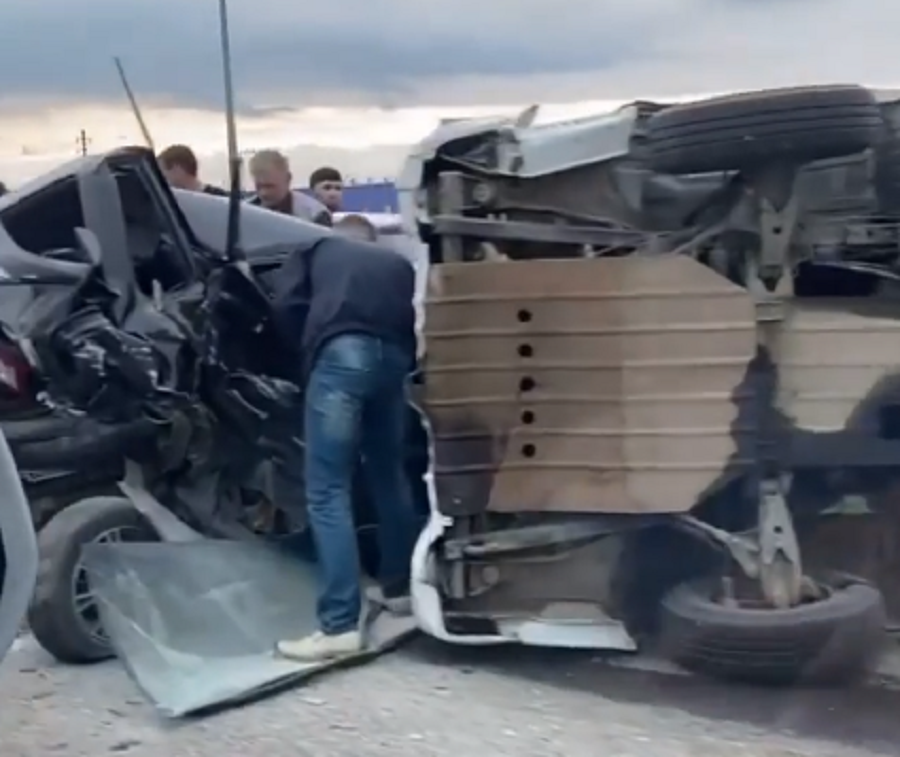 Массовая авария с участием пяти автомобилей произошла в Краснодаре. Есть пострадавшие