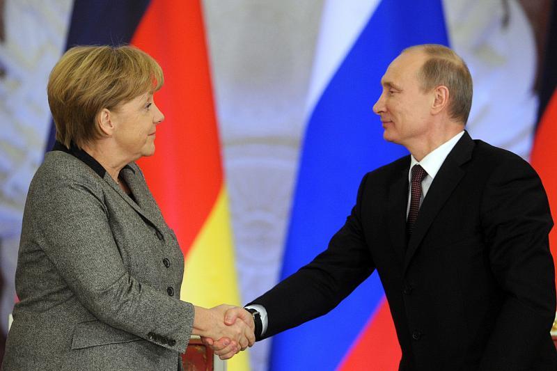 Путин иМеркель обсудили выход США изСВДП