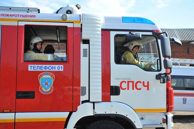 В Краснодаре из горящей многоэтажки спасли двух человек