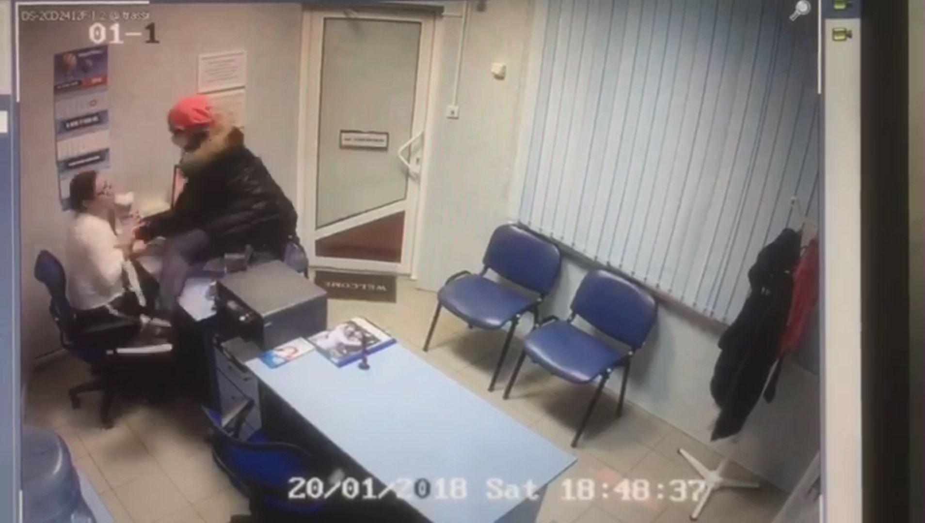 ВКраснодаре 35-летняя женщина сножом ограбила два офиса микрозаймов