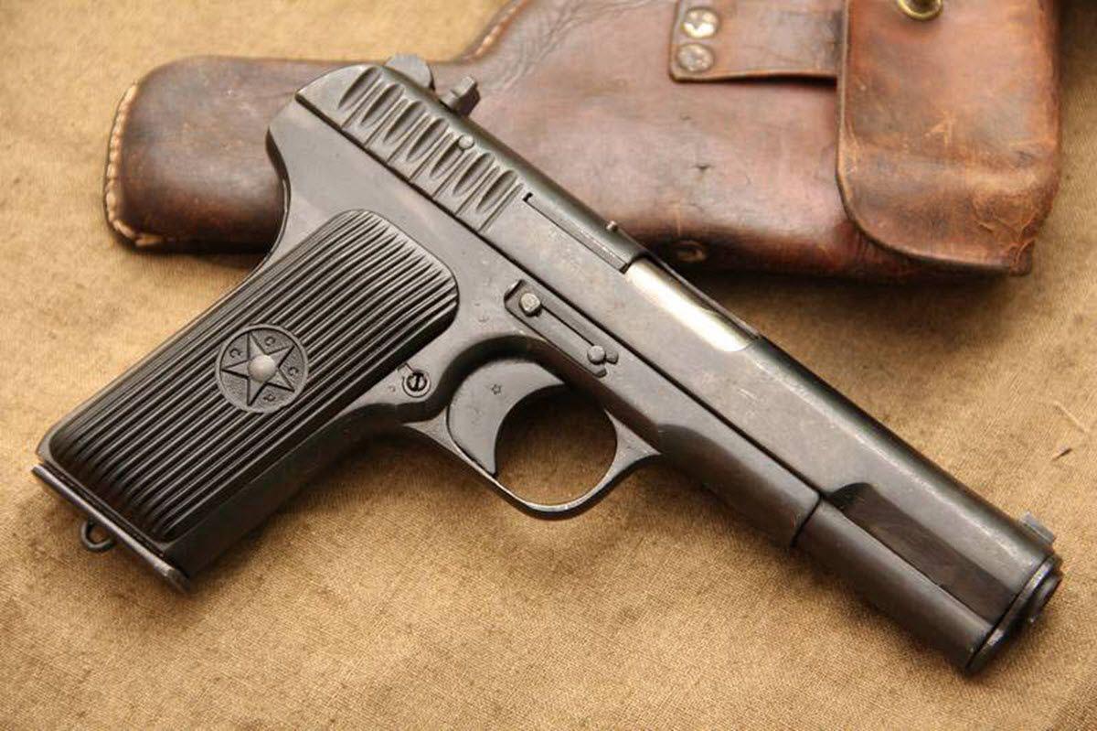 ВКрасноармейском районе пенсионерка застрелила изпистолета девушку иееотца