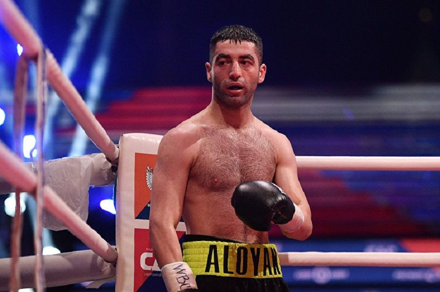 Боксер Михаил Алоян одержал четвертую победу впрофи, одолев Эспинозу