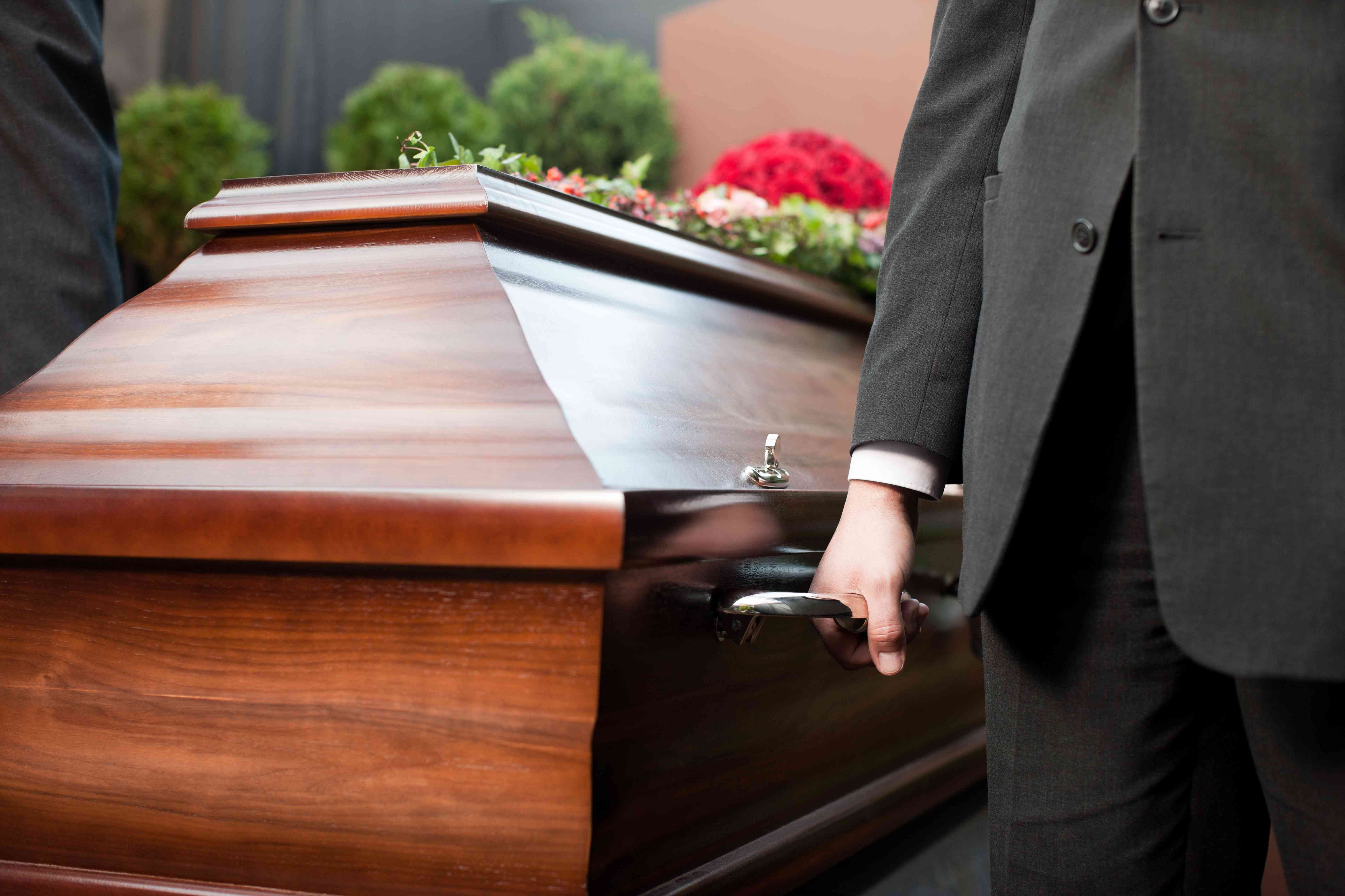 НаКубани босс похоронного бюро обманул родственников умерших на2 млн.