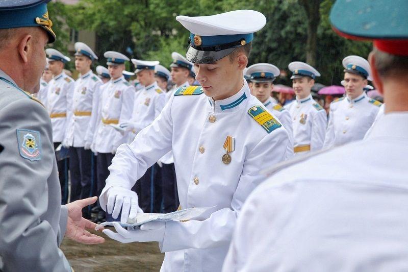 В Краснодарском президентском кадетском училище аттестаты получили 95 выпускников