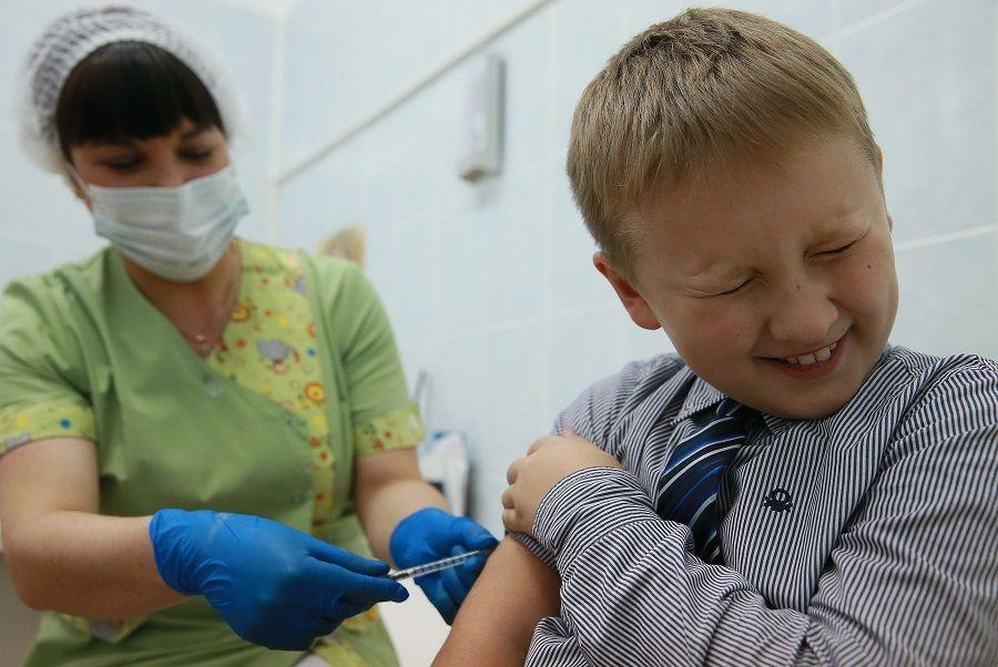 Роспотребнадзор опубликовал список необходимых прививок для школьников
