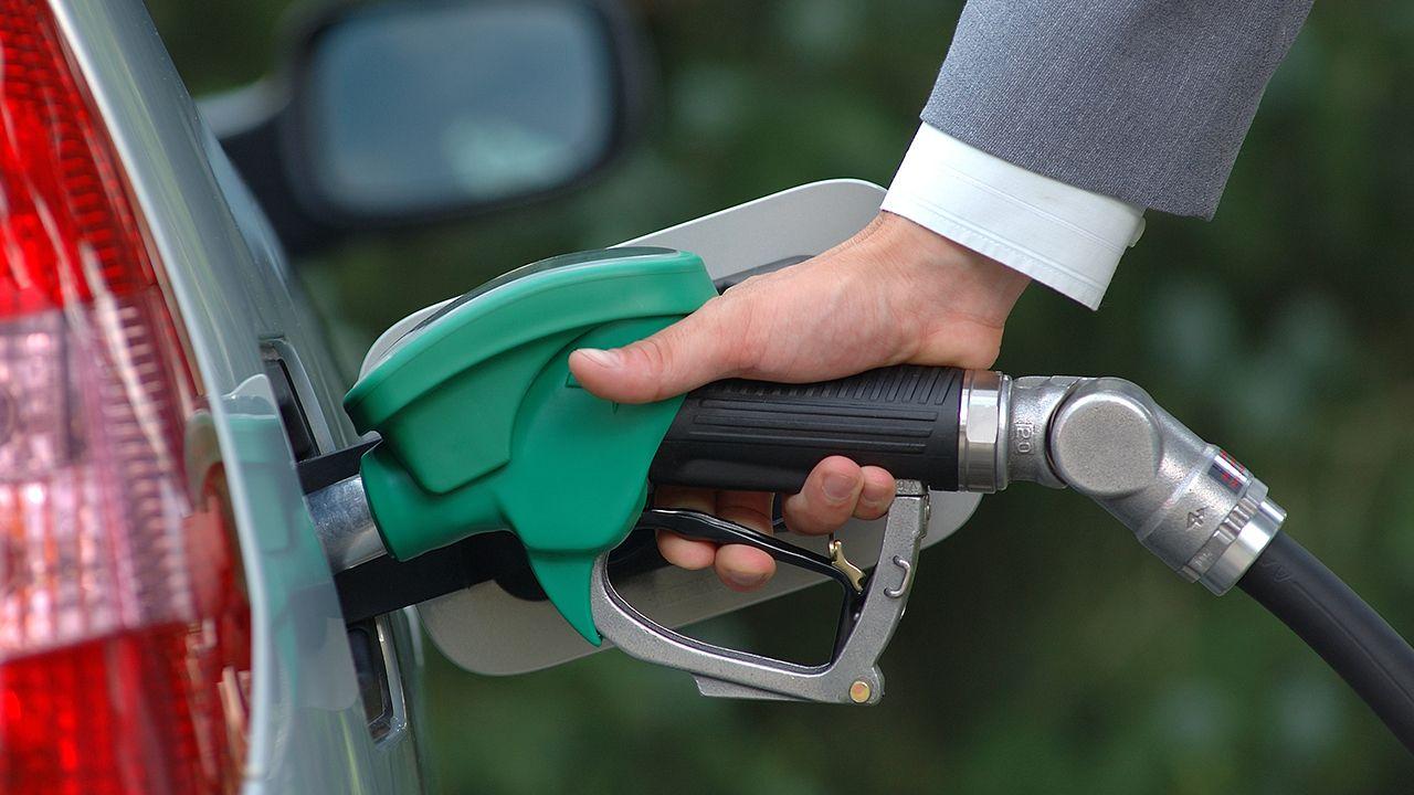 Сколько литров топлива может позволить себе костромич на заработную плату?