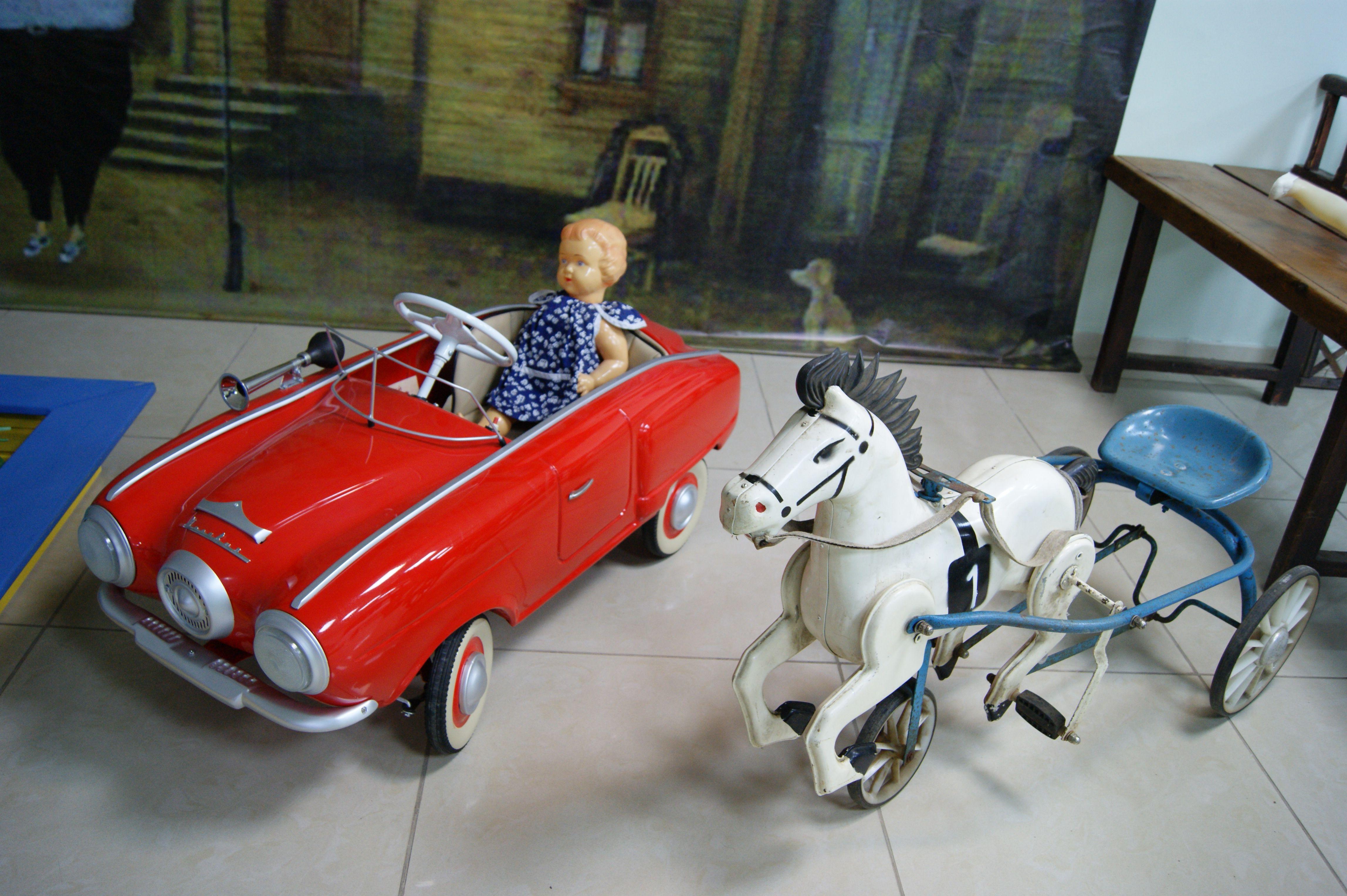 Выставка, способная вернуть в младенчество: ВКраснодаре открылась выставка машинок времен СССР