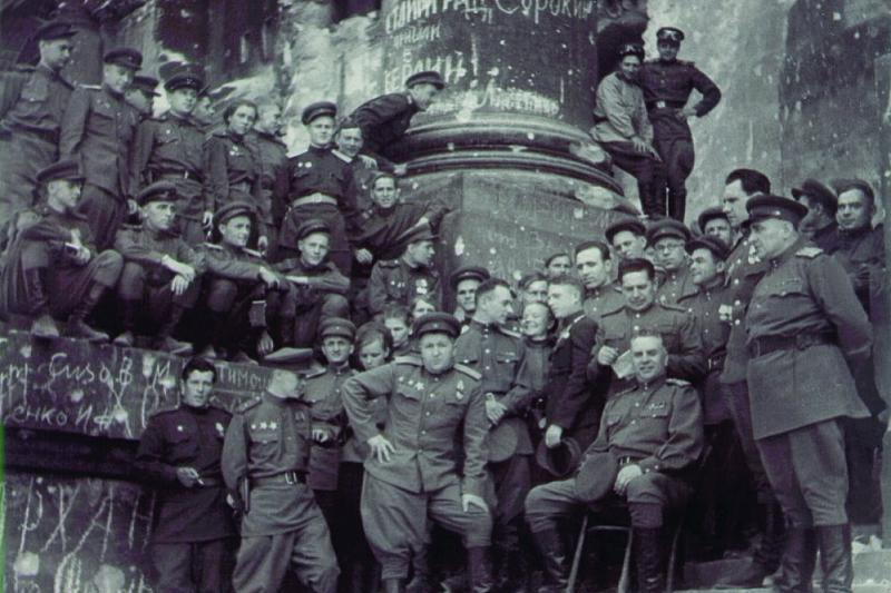 СМЕРШ 5-ой Ударной армии на руинах Рейхстага