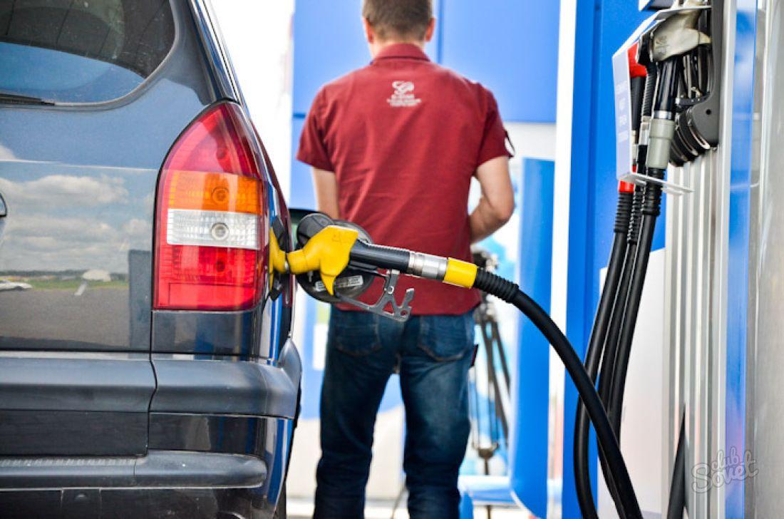 Назван самый популярный бензин в России