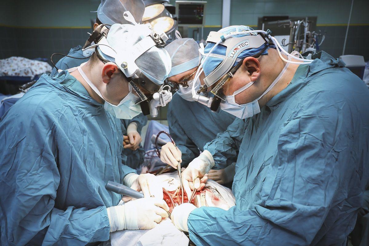 Картинка хирург на работе
