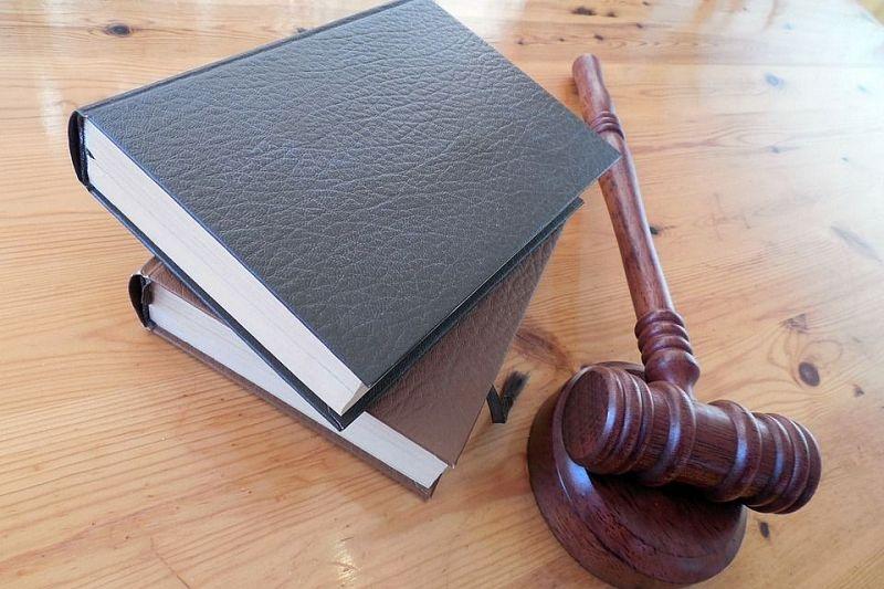 Экс-полицейские получили срок за незаконное удержание мужчины и взятку в 150 тысяч рублей от его отца