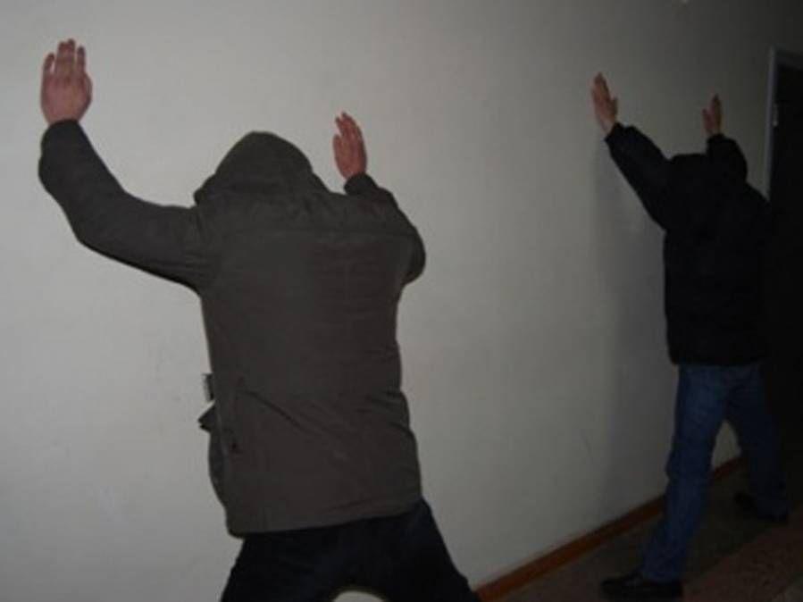 Размещено  видео задержания троих вымогателей сотрудниками ФСБ вНовороссийске