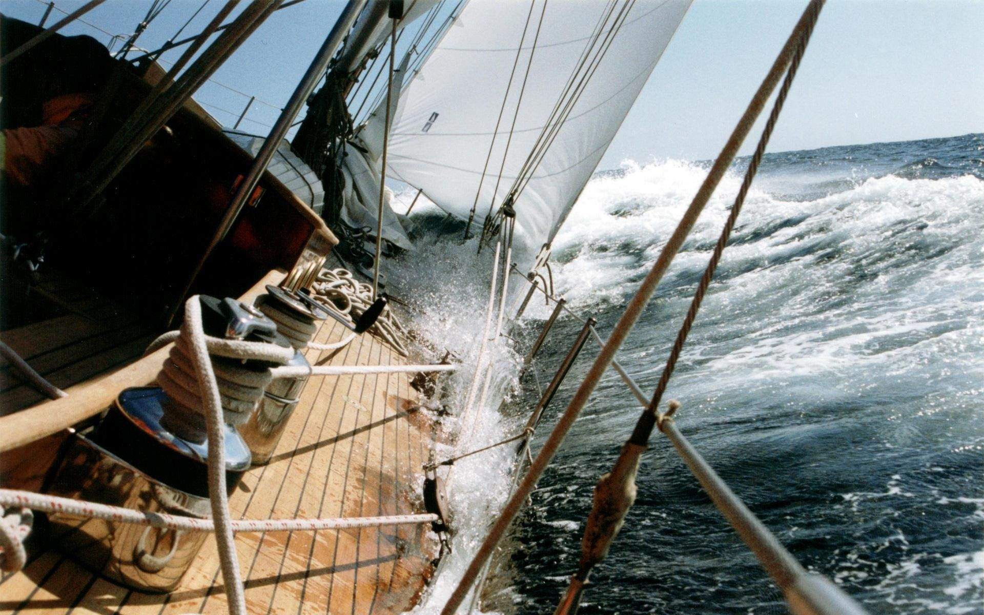 Яхта в шторм | 1200x1920