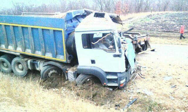 В Белореченском районе столкнулись три грузовика. Есть погибшие, фото-1
