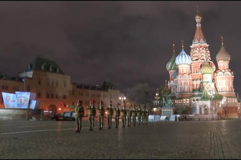 Кубанские казаки приняли участие в ночной репетиции парада Победы в Москве