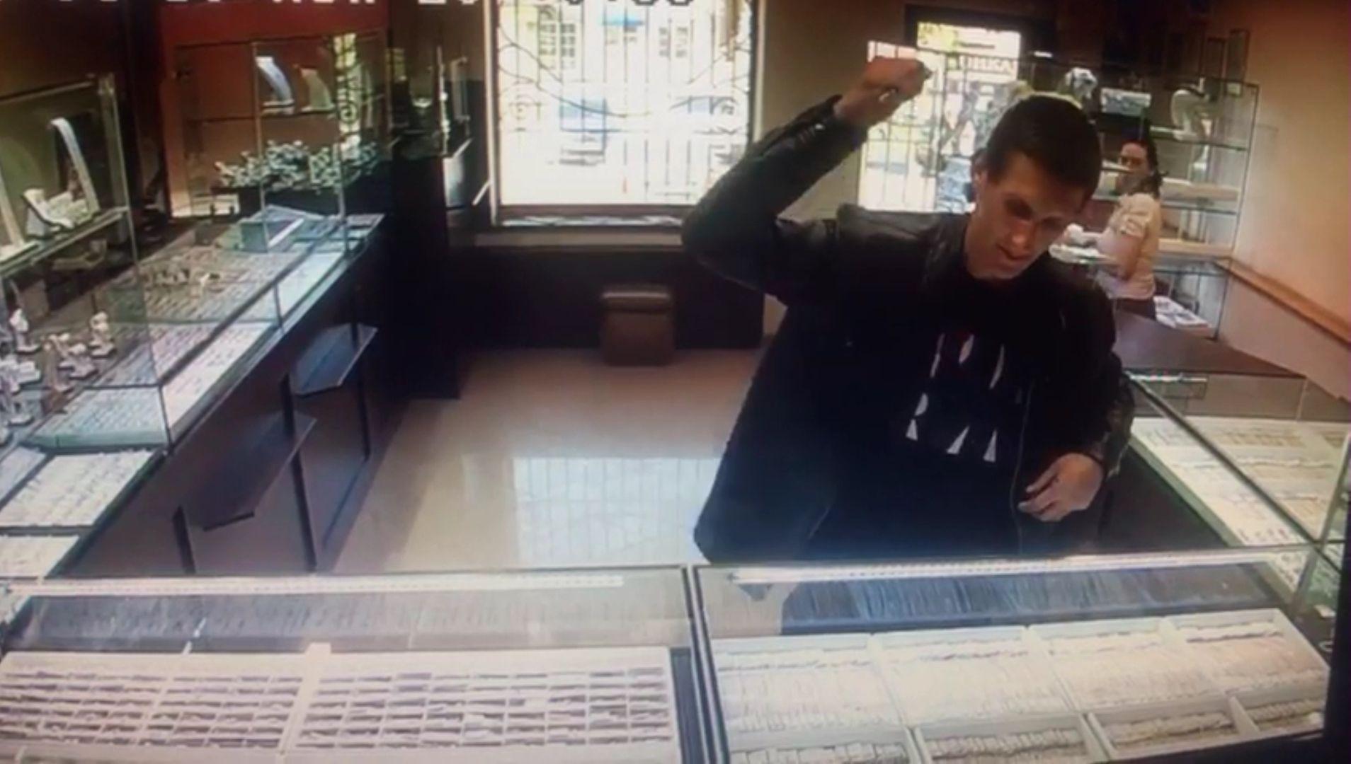 ВКраснодаре задержали 23-летнего рецидивиста, ограбившего ювелирный магазин