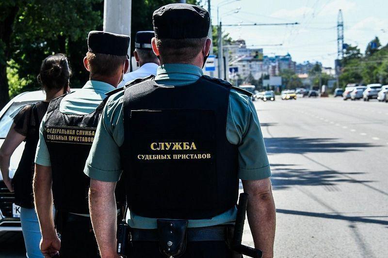Мужчина выплатил более 700 тыс. рублей долга по налогам перед выездом за границу