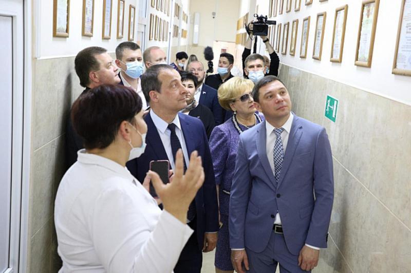 Депутаты ЗСК осмотрели социальные объекты Прикубанского округа Краснодара