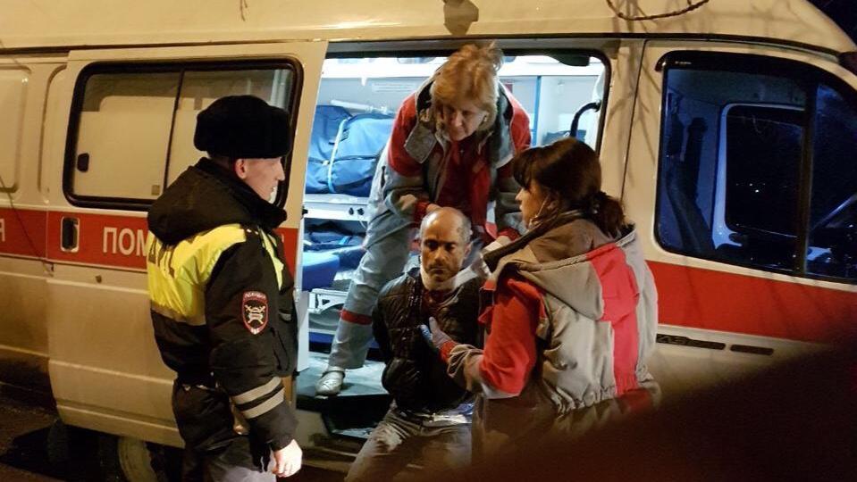 ВКраснодаре нетрезвый  шофёр  после ДТП перерезал шею при аресте Фото: YouTube