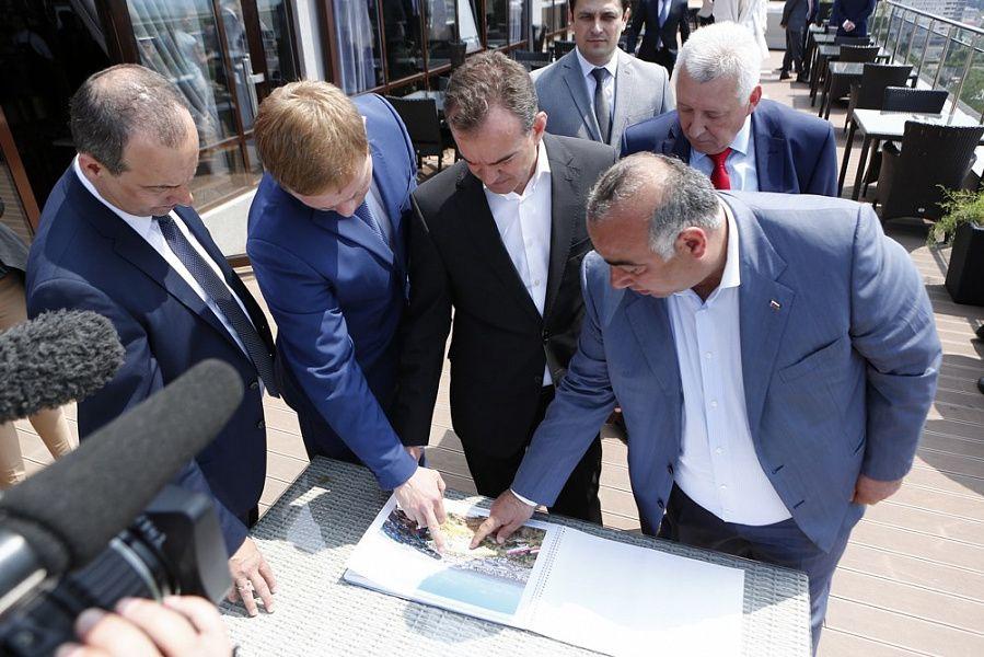 Губернатор Краснодарского края предсказывает заторы наподъездах кКрымскому мосту