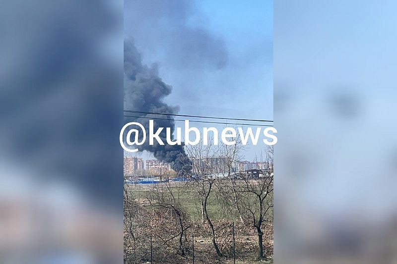 Сотрудники МЧС потушили горевший на площади 400 кв. м мусор