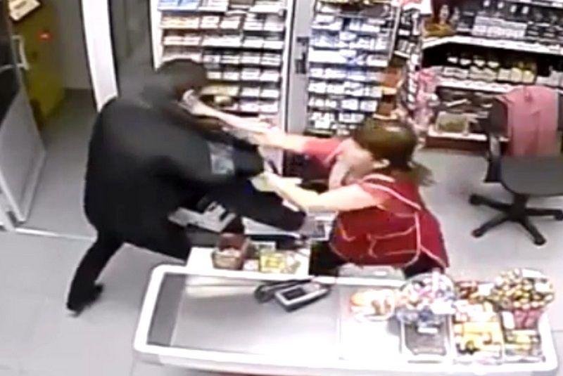 ВКраснодаре парень идевушка спомощью пистолета ограбили 13 магазинов