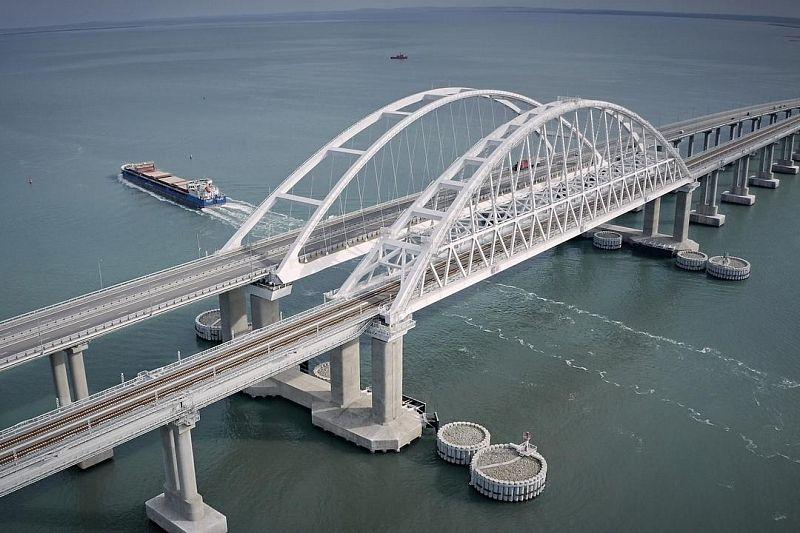 Автомобилистов предупредили об ограничении движения на Крымском мосту