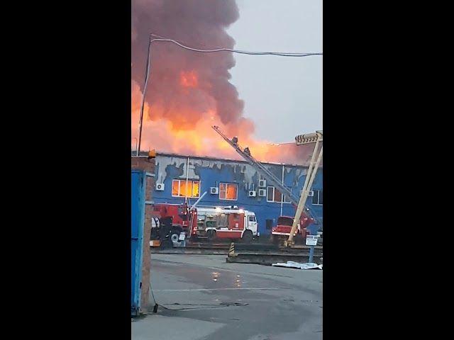 Крупный пожар на улице Дзержинского в Краснодаре