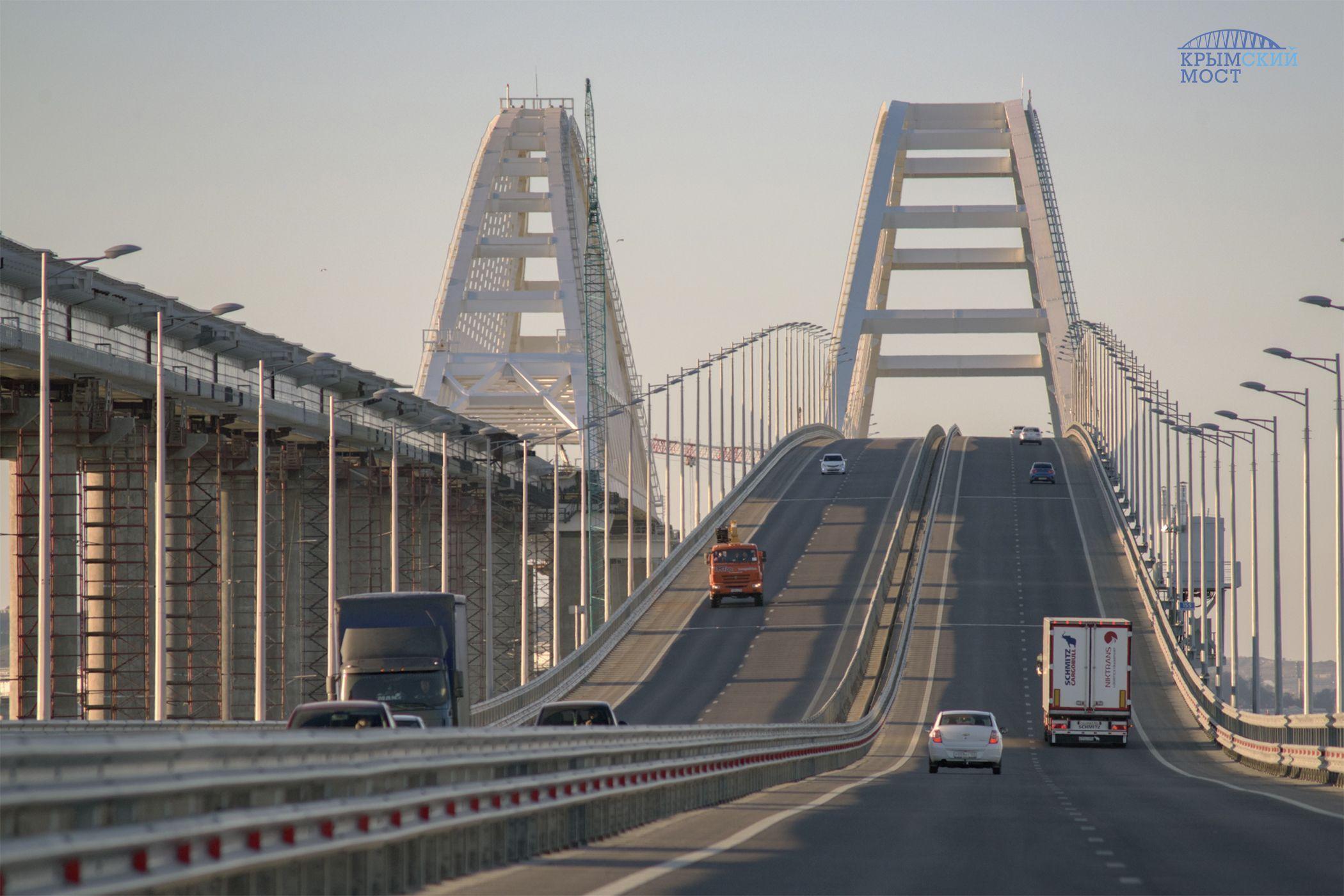 Очень сильно спешил: автомобиль проехал по Крымскому мосту со скоростью 243 км/ч