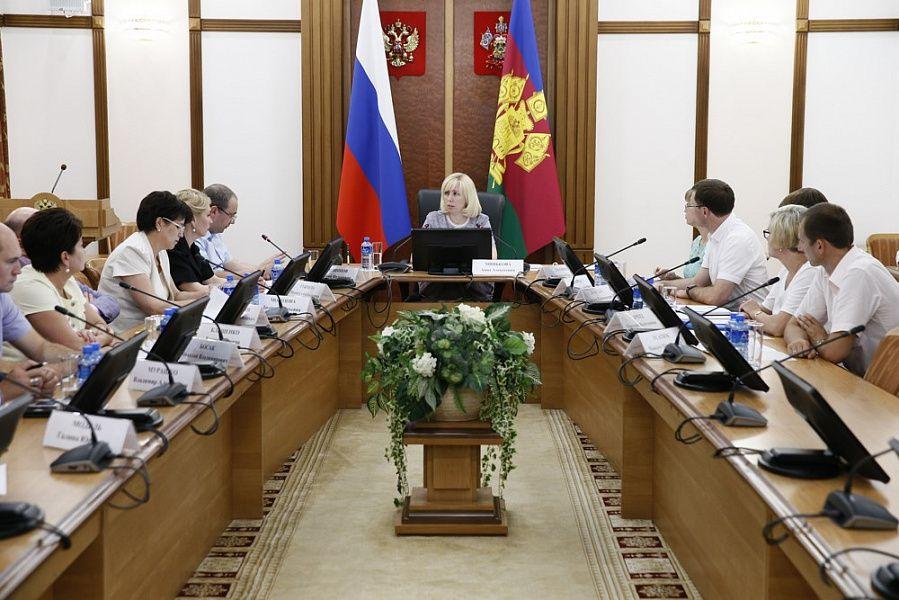 Анна Минькова поручила взять наособый контроль вопросы маршрутизации онкобольных