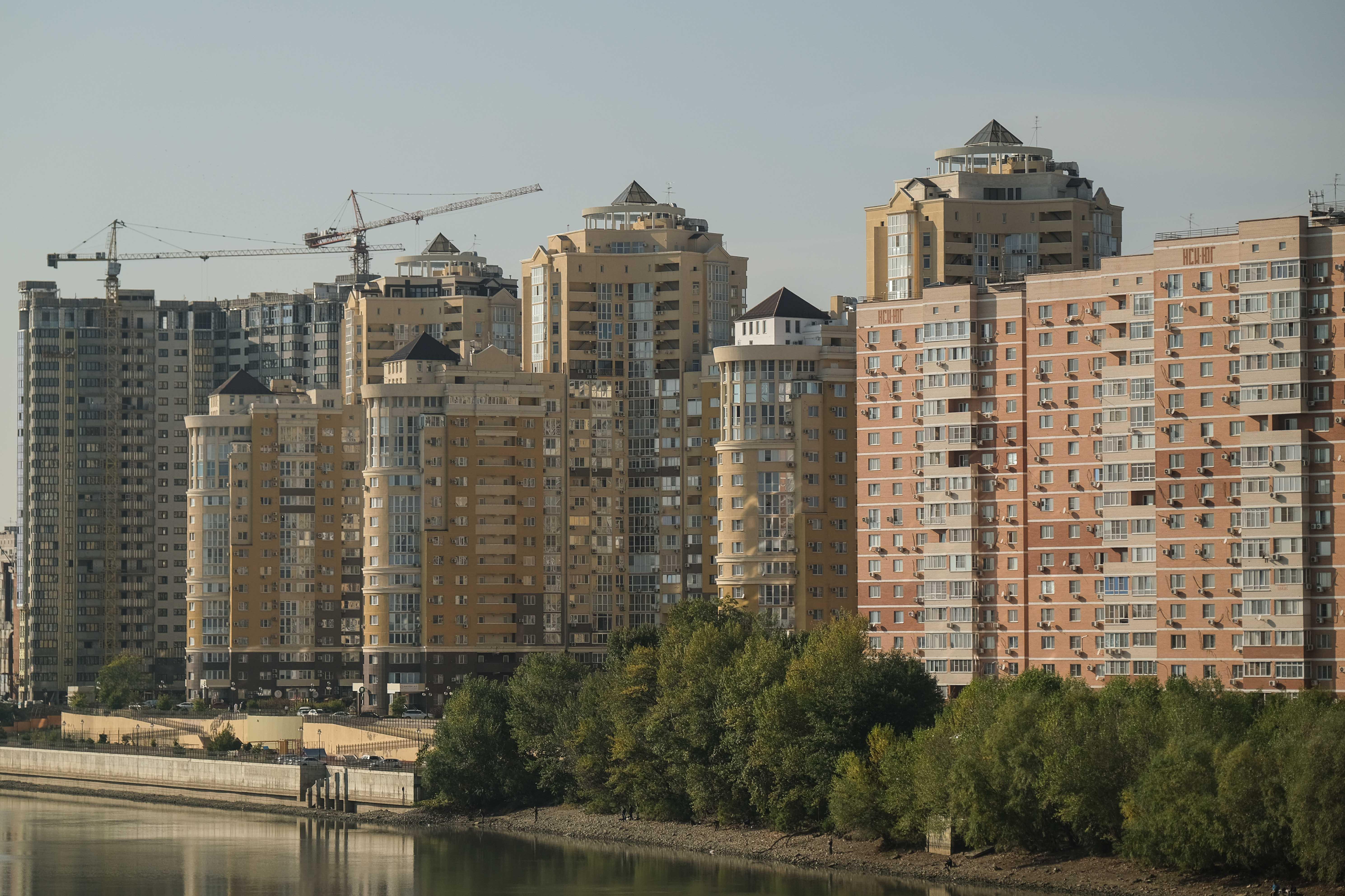 Владимир Путин поручил до 1 июля расширить льготную семейную ипотеку
