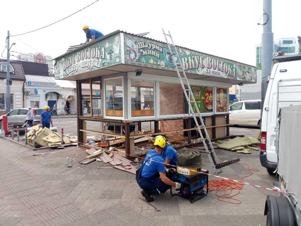 В центре Краснодара сносят ларек с шаурмой «Вкус востока»