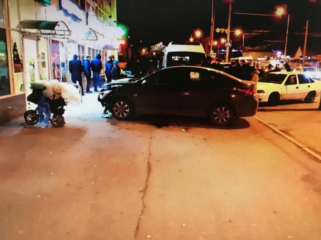 В Краснодаре иномарка насмерть сбила пенсионерку на тротуаре