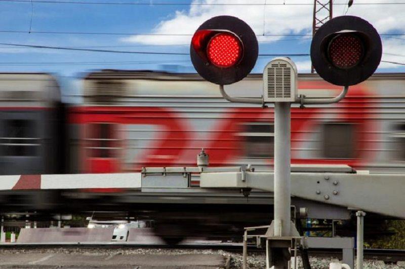 На железнодорожном переезде в Юровке будет затруднено движение