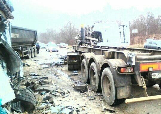 В Белореченском районе столкнулись три грузовика. Есть погибшие, фото-3