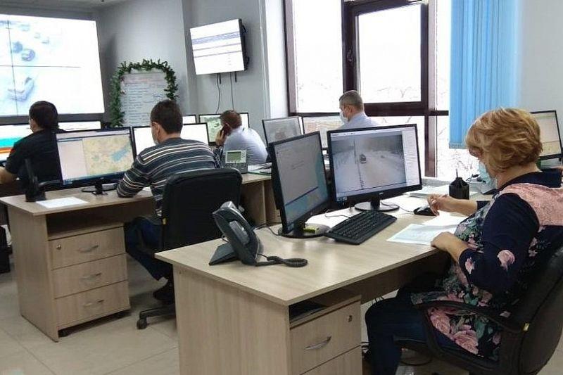 Ситуацию на заснеженных дорогах Краснодара отслеживают более 700 видеокамер