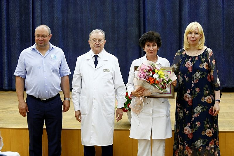 Медработники краевого госпиталя для ветеранов получили благодарности вице-губернатора Кубани