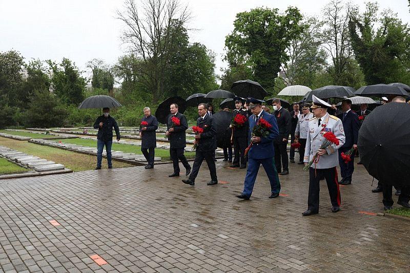 Губернатор Кубани Вениамин Кондратьев почтил память героев, павших в годы Великой Отечественной войны