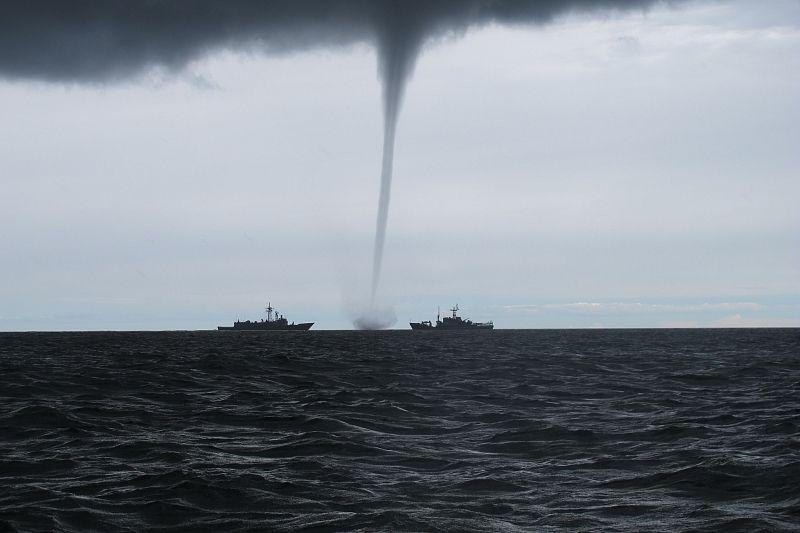 В МЧС предупредили об опасности формирования смерчей над Черным морем