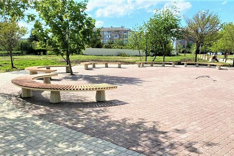 Общественную территорию площадью 6 тыс. кв. метров реконструировали в Гулькевичском районе