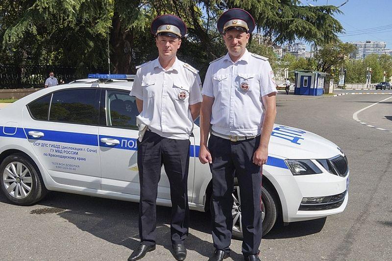 В Сочи полицейские экстренно доставили в больницу находившегося в бессознательном состоянии двухлетнего мальчика