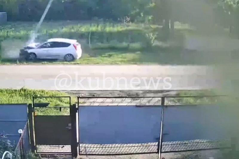 Две школьницы на Hyundai врезались в столб. Владельцу иномарки грозит крупный штраф