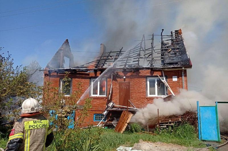 Два частных дома сгорели под  Краснодаром