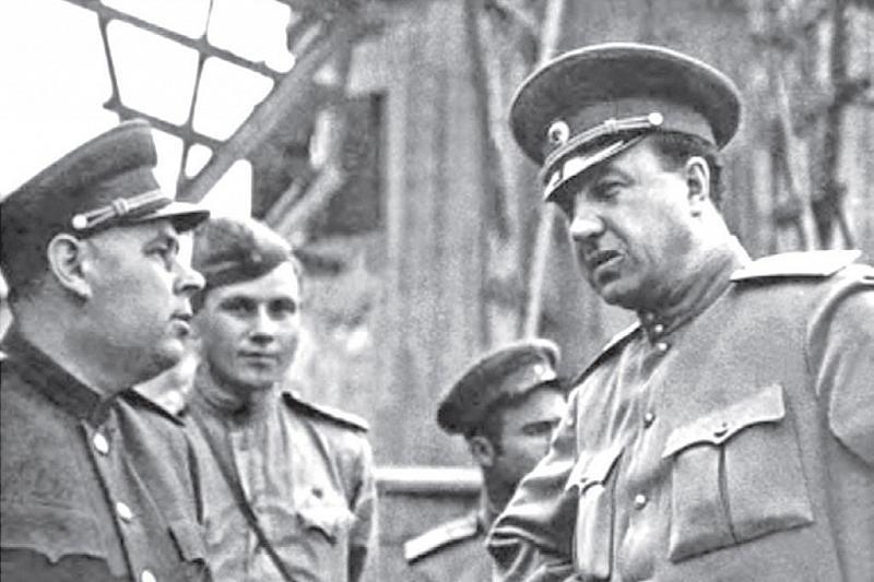 """Начальник ГУКР """"СМЕРШ""""   генерал-полковник Виктор Абакумов."""