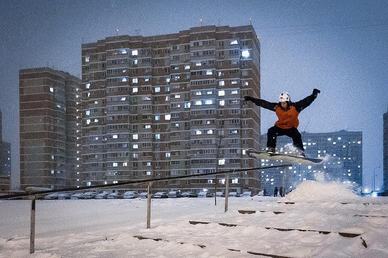 Жители Краснодара катаются на лыжах и сноубордах , фото-1