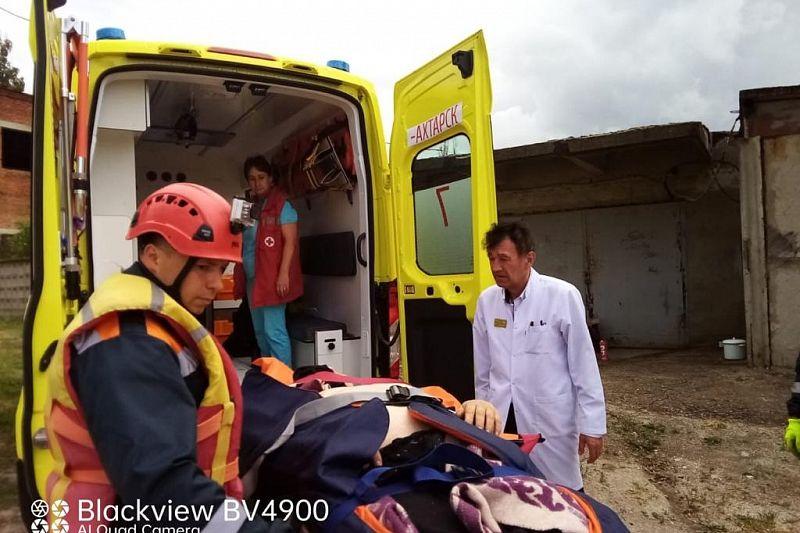 Пограничники помогли доставить с танкера на берег моряка с инсультом