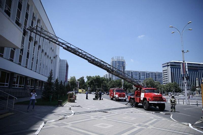 Сотрудников администрации Краснодара эвакуировали из здания для тушения условного пожара