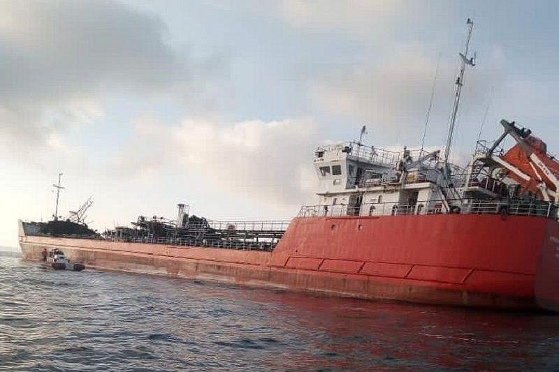 Поврежденный взрывом танкер «Генерал Ази Асланов» начали буксировать в Крым